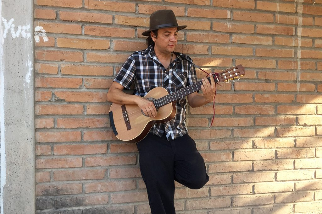 Mike Montoya Crea nuevo  estilo musical